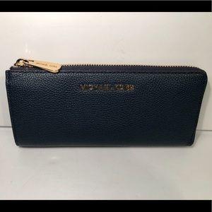 Michael Kors Leather Zip Wallet🦋
